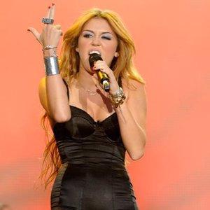 Miley Cyrus responde a la sociedad estadounidense