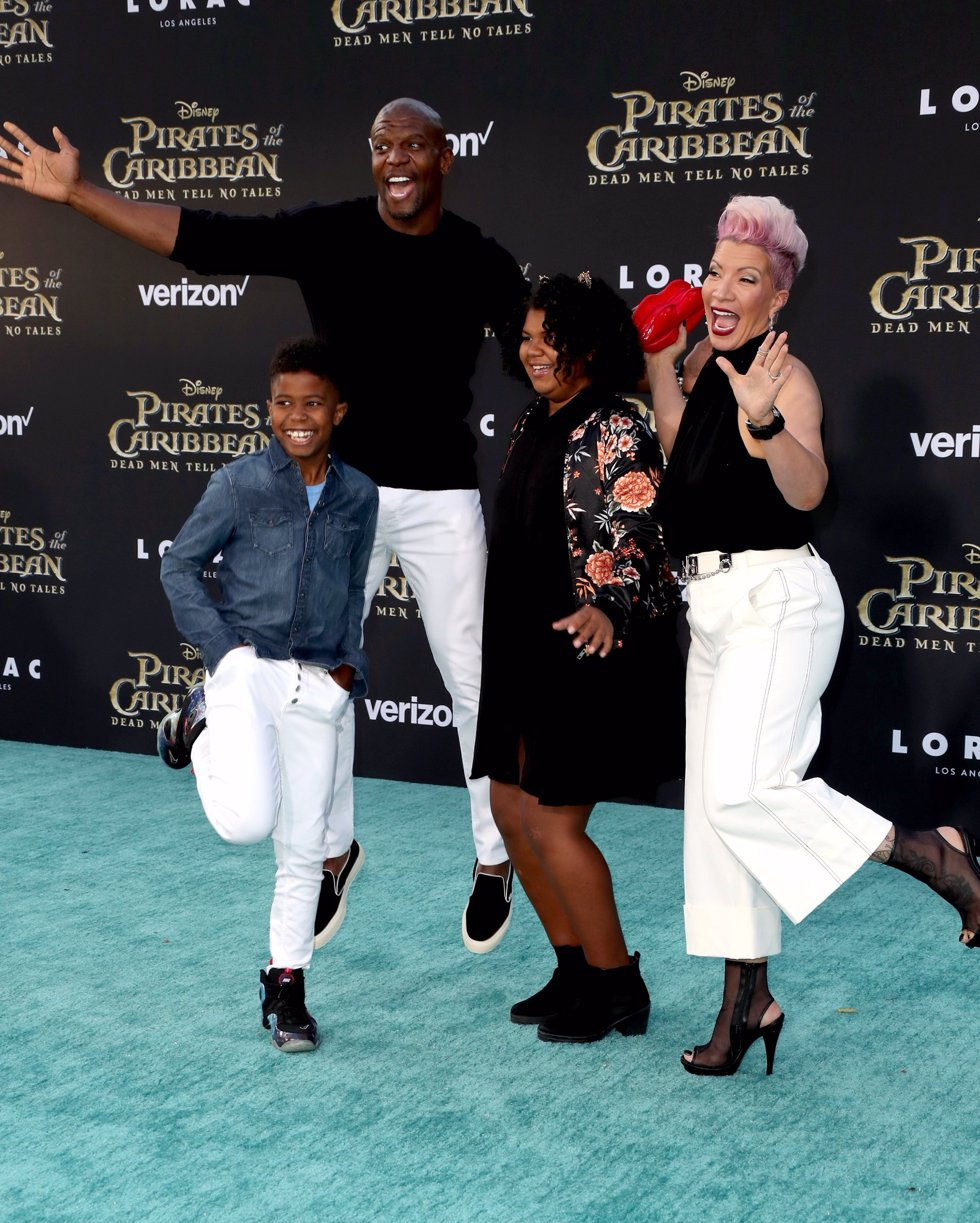 El actor Terry Crews con su familia en la premiere de Piratas del Caribe La Venganza de Salazar en California. Getty Images