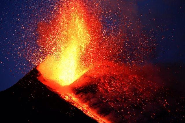 Registros de actividad volcánica del ETNA desde el 28 de febrero