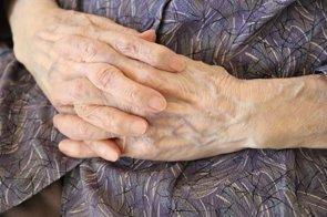 Un fármaco centenario alivia la inmovilidad en el Parkinson avanzado (GETTY/NAYOMIEE)