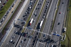 Autopistas i Áreas doten les autopistes catalanes de 25 desfibril·ladors (SCANIA)