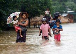 Almenys dos morts i més de 100.000 desplaçats per les inundacions a Birmània (REUTERS / SOE ZEYA TUN)