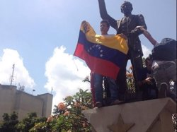 Leopoldo López trasllada a Zapatero l'exigència de l'oposició d'anul·lar la Constituent (TWITTER)