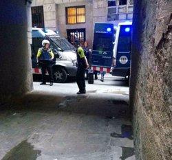 Operació contra el tràfic de drogues a dos pisos del Raval de Barcelona (MOSSOS D'ESQUADRA)