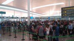 L'Aeroport de Barcelona torna a registrar cues de 40 minuts aquest dimecres (Europa Press)