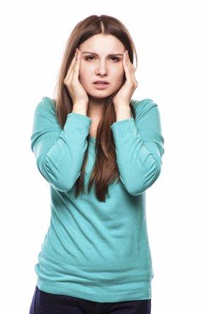 Las mujeres sufren más vértigos de oídos que los hombres (GETTY / KHARICHKINA )