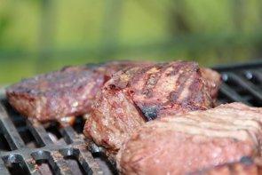 Moderar el consumo de carne y preparar recetas sencillas, claves para una dieta saludable en verano (PIXABAY)