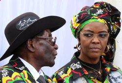 L'esposa de Mugabe al·lega immunitat diplomàtica per evitar ser processada a Sud-àfrica (REUTERS / PHILIMON BULAWAYO)