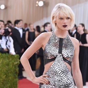 Taylor Swift hace una donación generosa a la fundación de su amiga, Mariska Hargitay