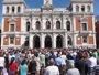 Cientos de vallisoletanos se agolpan ante el Ayuntamiento contra el terrorismo