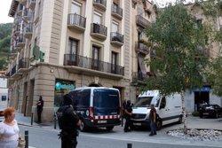 Els Mossos d'Esquadra escorcollen un altre pis a Ripoll (ACN)