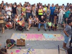 Centenars de persones es concentren al Balcó del Mediterrani de Tarragona en solidaritat de les víctimes dels atemptats (ACN)