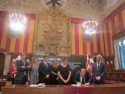 Iceta (PSC) defensa no deixar-se vèncer i signa el llibre de condolences (EUROPA PRESS)