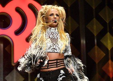 Britney Spears canta en directo para acallar a sus detractores
