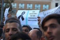 La comunitat musulmana condemna els atemptats en una manifestació per les Rambles i demana fer autocrítica (ACN)