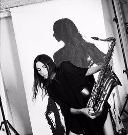 PJ Harvey porta aquest dimecres el seu rock compromès al Poble Espanyol de Barcelona (MARIA MOCHNACZ)