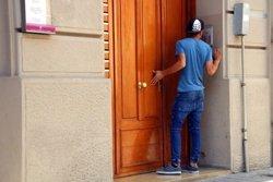 Mohamed Aalla arriba a Ripoll després que el jutge de l'Audiència Nacional l'hagi deixat el llibertat provisional (ACN)