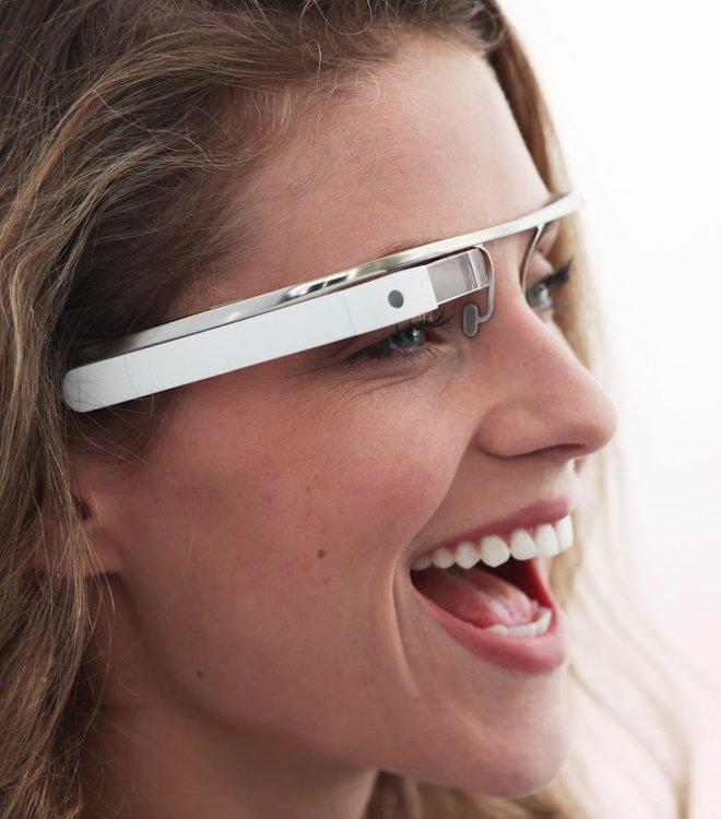 La Google Glass puede usarse junto a unas gafas corrientes