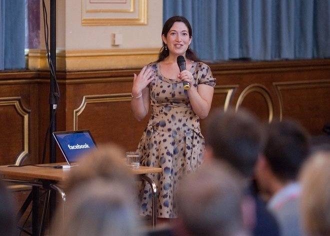 La Directora De Marketing De Facebook, Randi Zuckerberg
